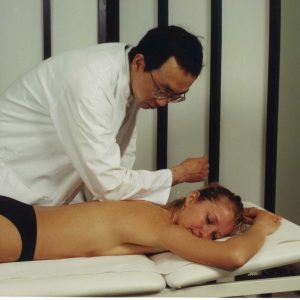 Tuina-Therapie Akupunktur mit den Fingern